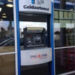 Geldautomat an einer Tankstelle