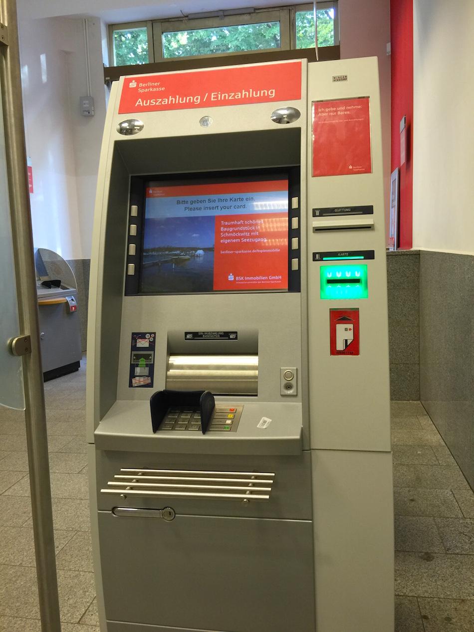 berliner sparkasse geldautomat konto mit kreditkarte. Black Bedroom Furniture Sets. Home Design Ideas